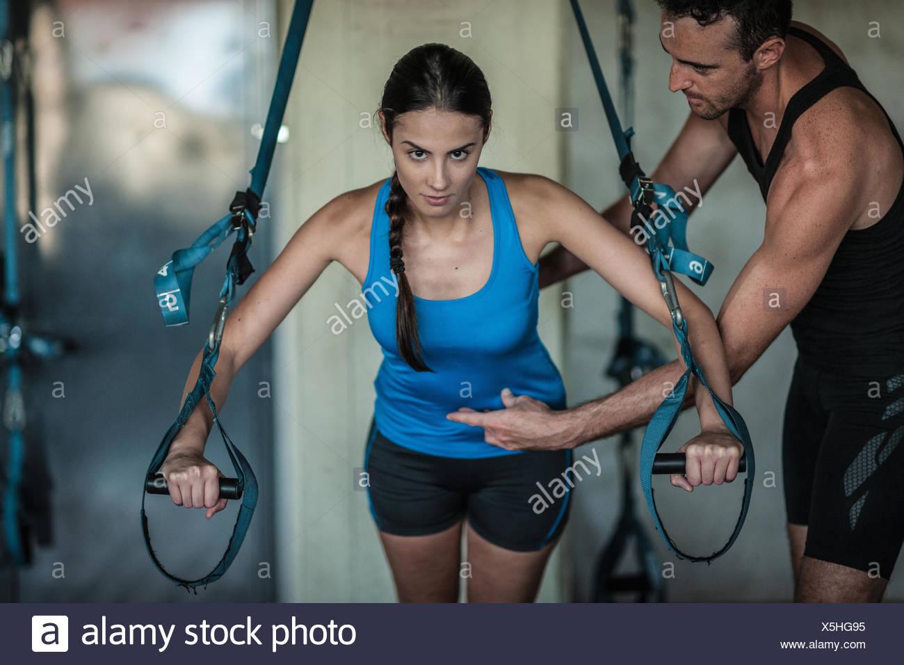 Jeune femme de formation de poids Photo Stock