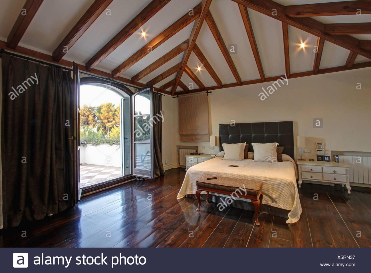 parquet gris anthracite simple parquet gris fonc combin de marbre noir meubles et luminaires. Black Bedroom Furniture Sets. Home Design Ideas