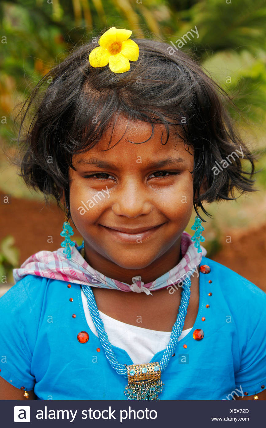 Smiling Indian lycéenne, jardin du palais, Hill Palace, Tripunithura, Ochanathuruthu, Kerala, Inde, Asie Photo Stock