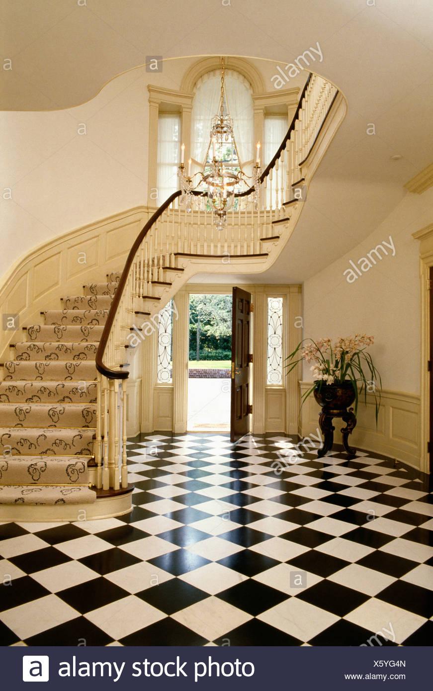Parquet En Damier Noir Et Blanc En Grand Pays Hall Avec