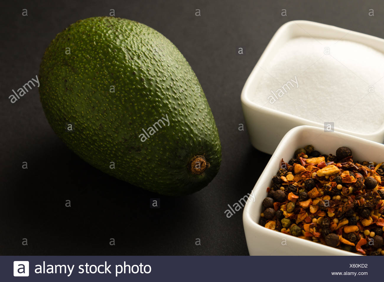 Avocat avec assaisonnement Photo Stock