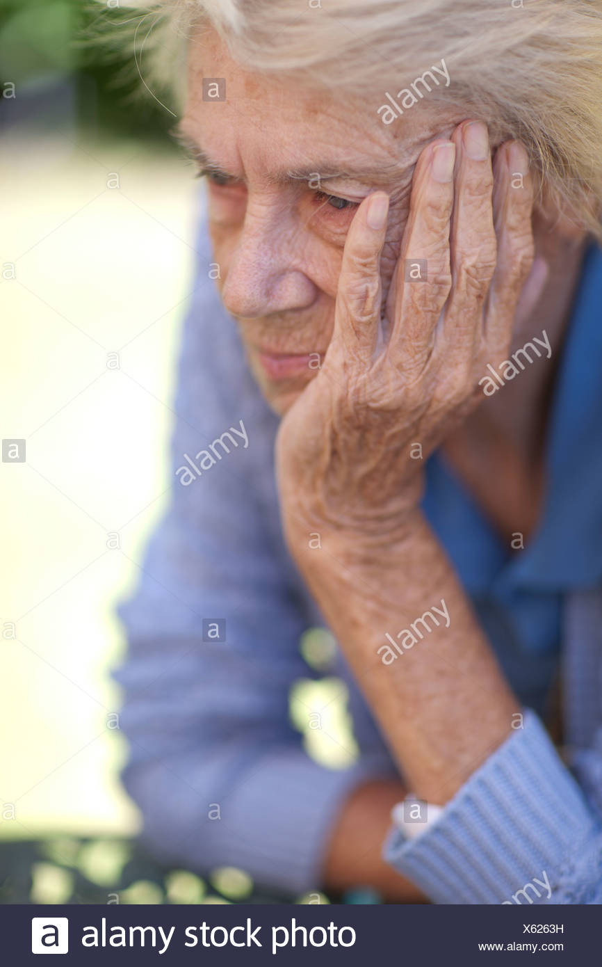 Close up of senior woman malheureux Photo Stock