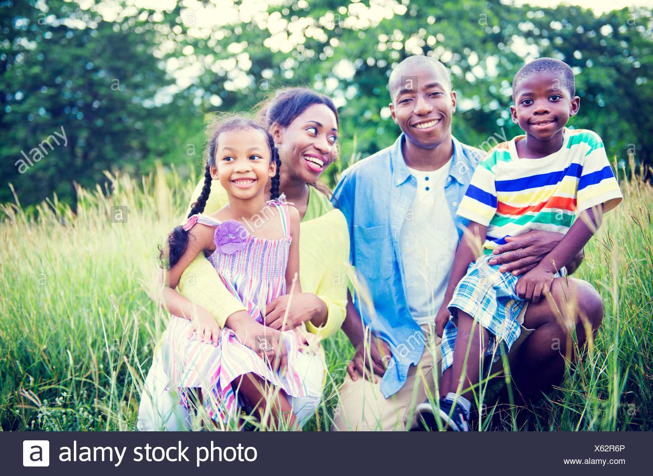 Locations de vacances le bonheur de la famille africaine du concept de l'activité Photo Stock