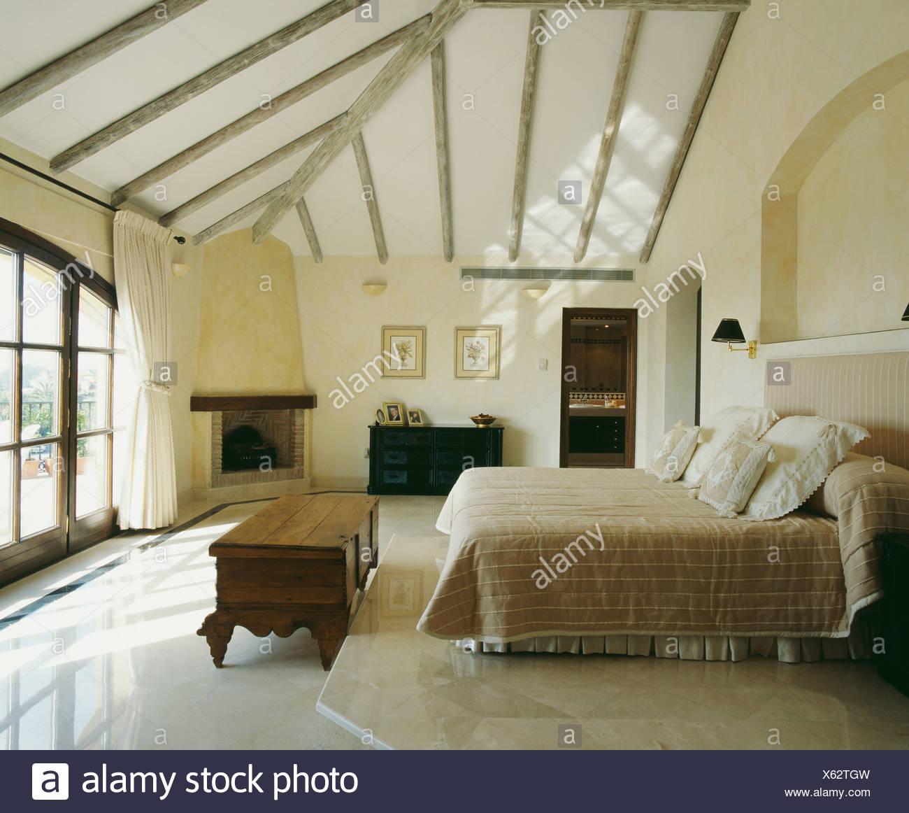 Aménagement de chambre à coucher dans l\'espace loft Banque D ...