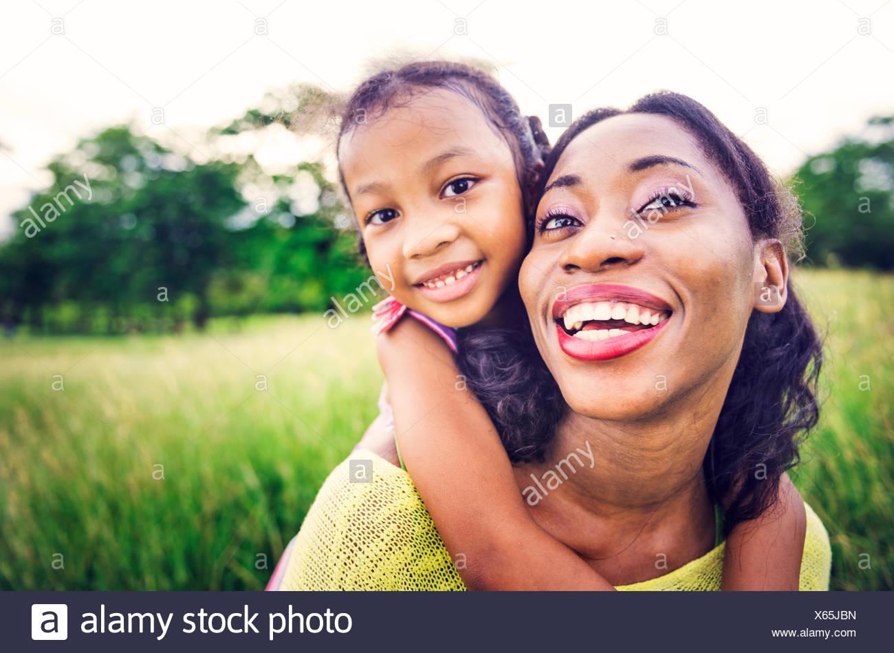 Locations de vacances le bonheur de la famille africaine du concept de l'activité Banque D'Images