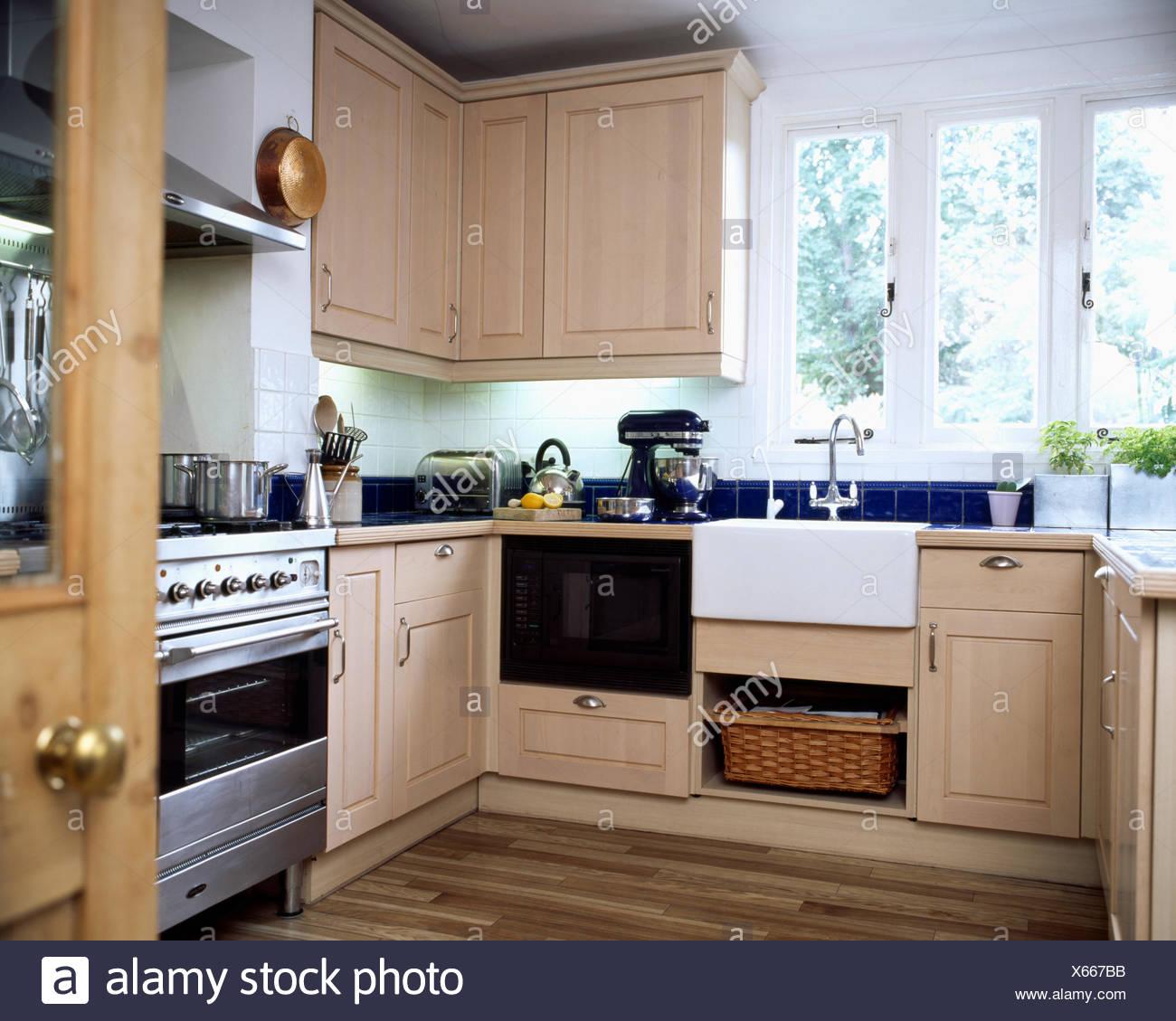 Photo Cuisine Bois Clair dans la fenêtre ci-dessous évier belfast cuisine moderne en