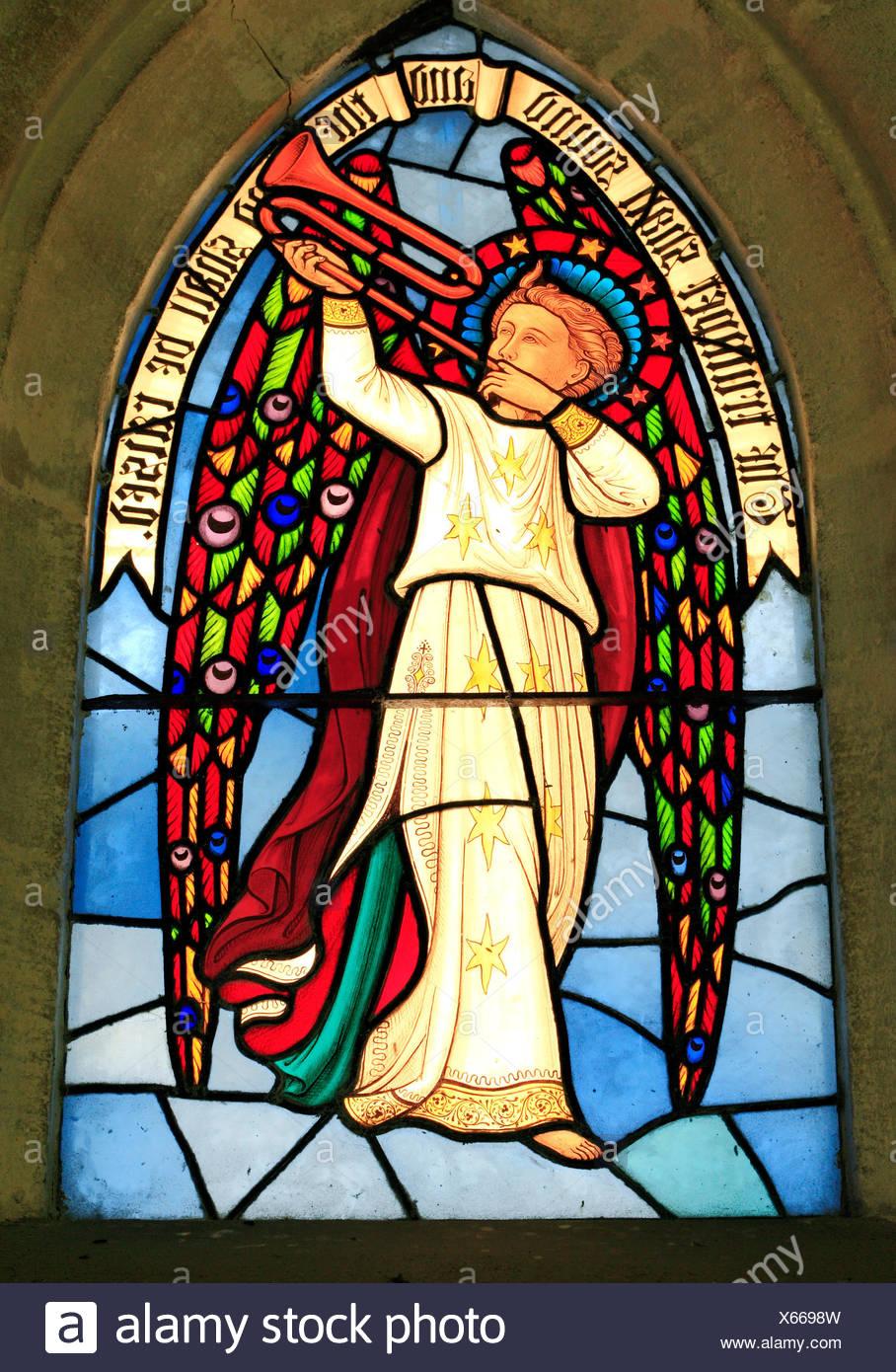 La trompette sonnera, et l'Éternel sera soulevée, vitrail, Angel, Sculthorpe, église, Norfolk, England, UK Banque D'Images