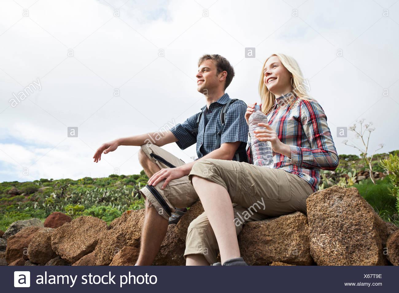 Jeune couple avec pause voyage sur les canaries Photo Stock