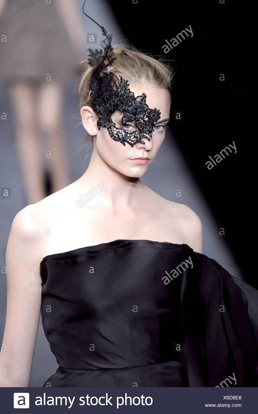 Couture Portant Hiver Une Automne Haute Paris Mannequin Valentino CBdoex
