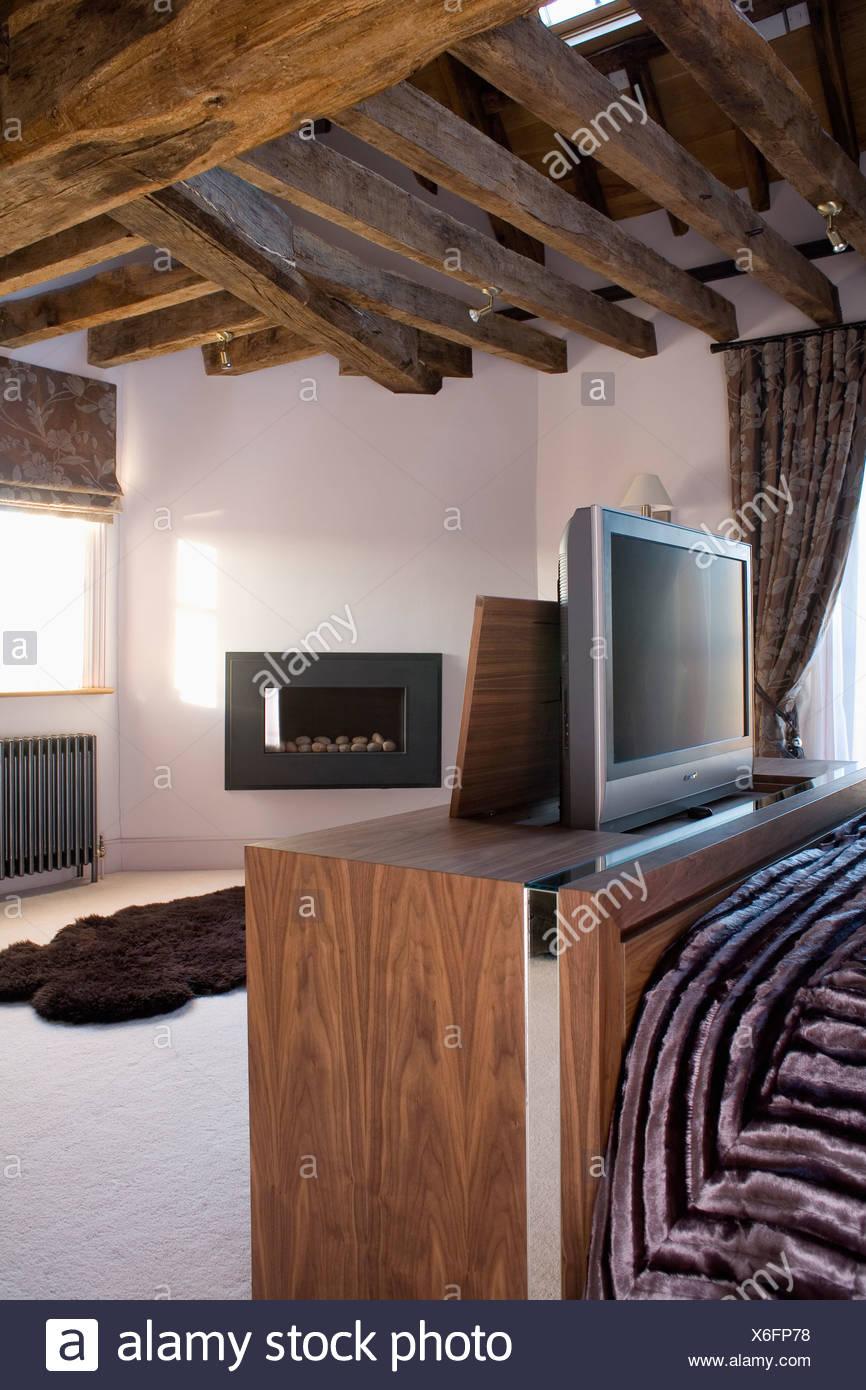 Tele Au Pied Du Lit la télévision le cabinet au pied du lit dans la chambre à
