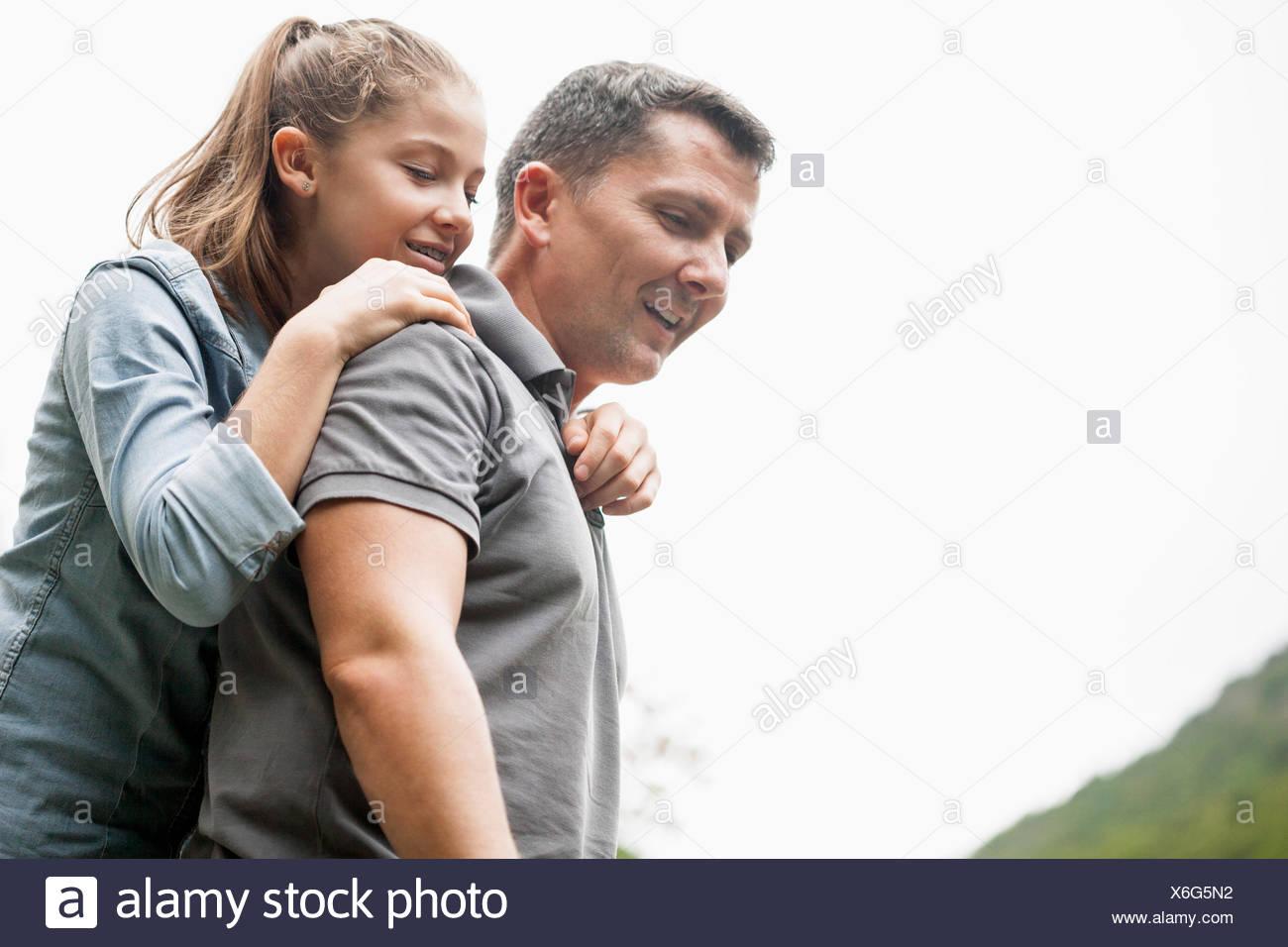 Bénéficiant d'un père et sa fille dans un parc Photo Stock