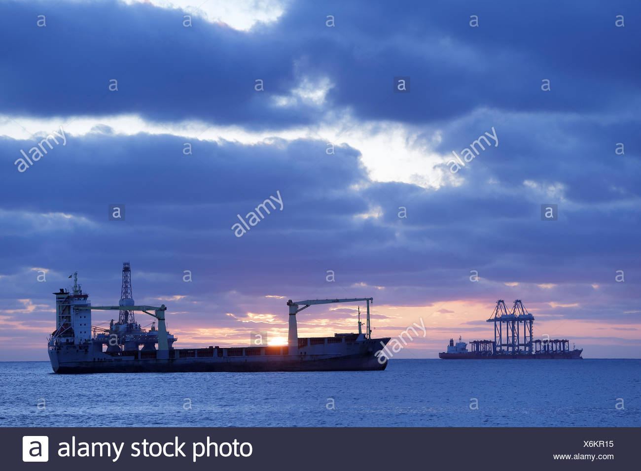 Les pétroliers en mer au large de la Grande Canarie, l'océan Atlantique. Tous les non-usages de rédaction doivent être effacés individuellement. Photo Stock