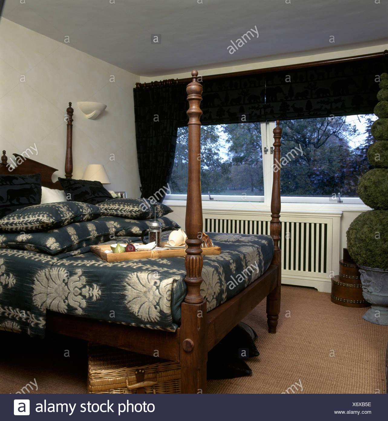 Lit à motifs gris +blanc-couvercle sur le lit avec la fusée ...