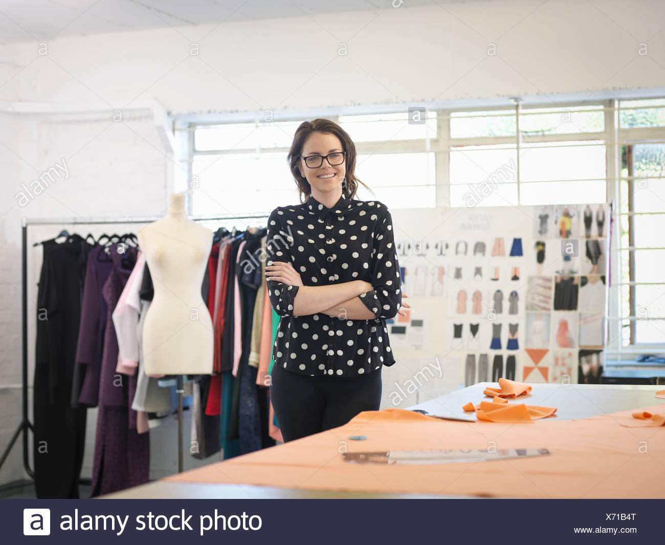 Designer de mode à la mode design studio, portrait Photo Stock