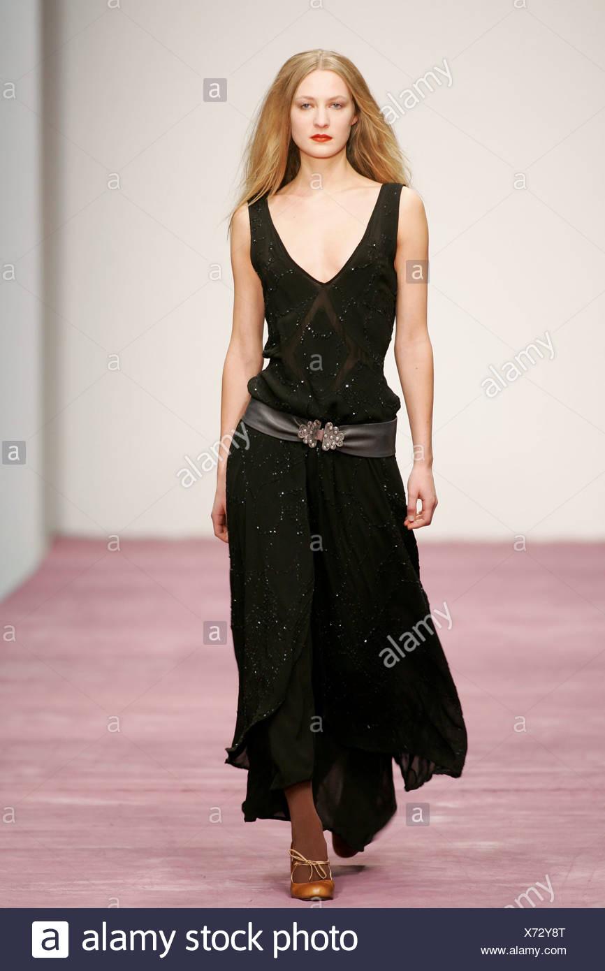 132c9b8d08e Ghost Londres Prêt à Porter Automne Hiver Boho Chic   robe noire flottant  sequinned en couches