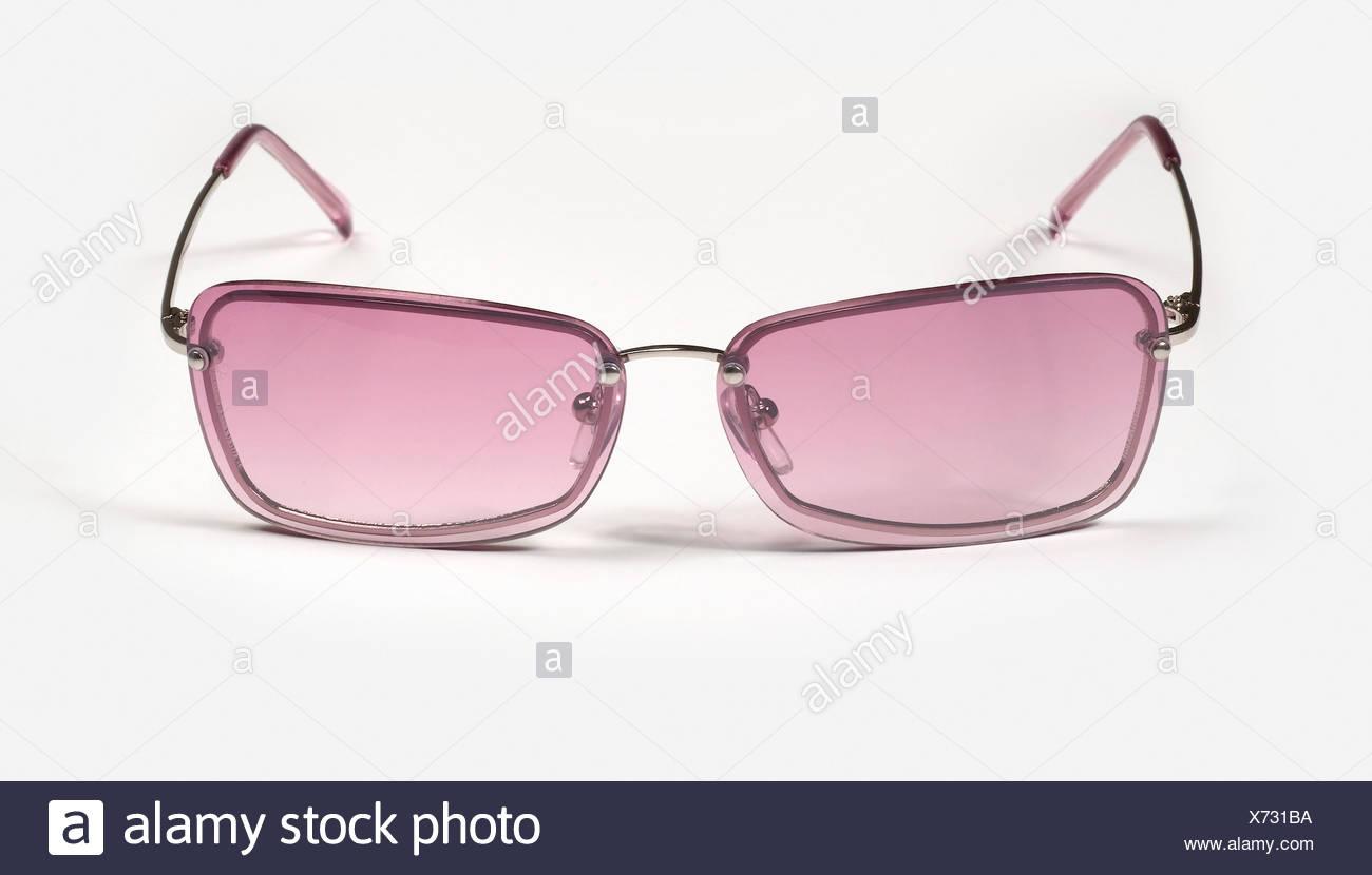 Paire de lunettes teintées de rose encadrées carrés sur la surface blanche  Photo Stock c5f4affdc51c