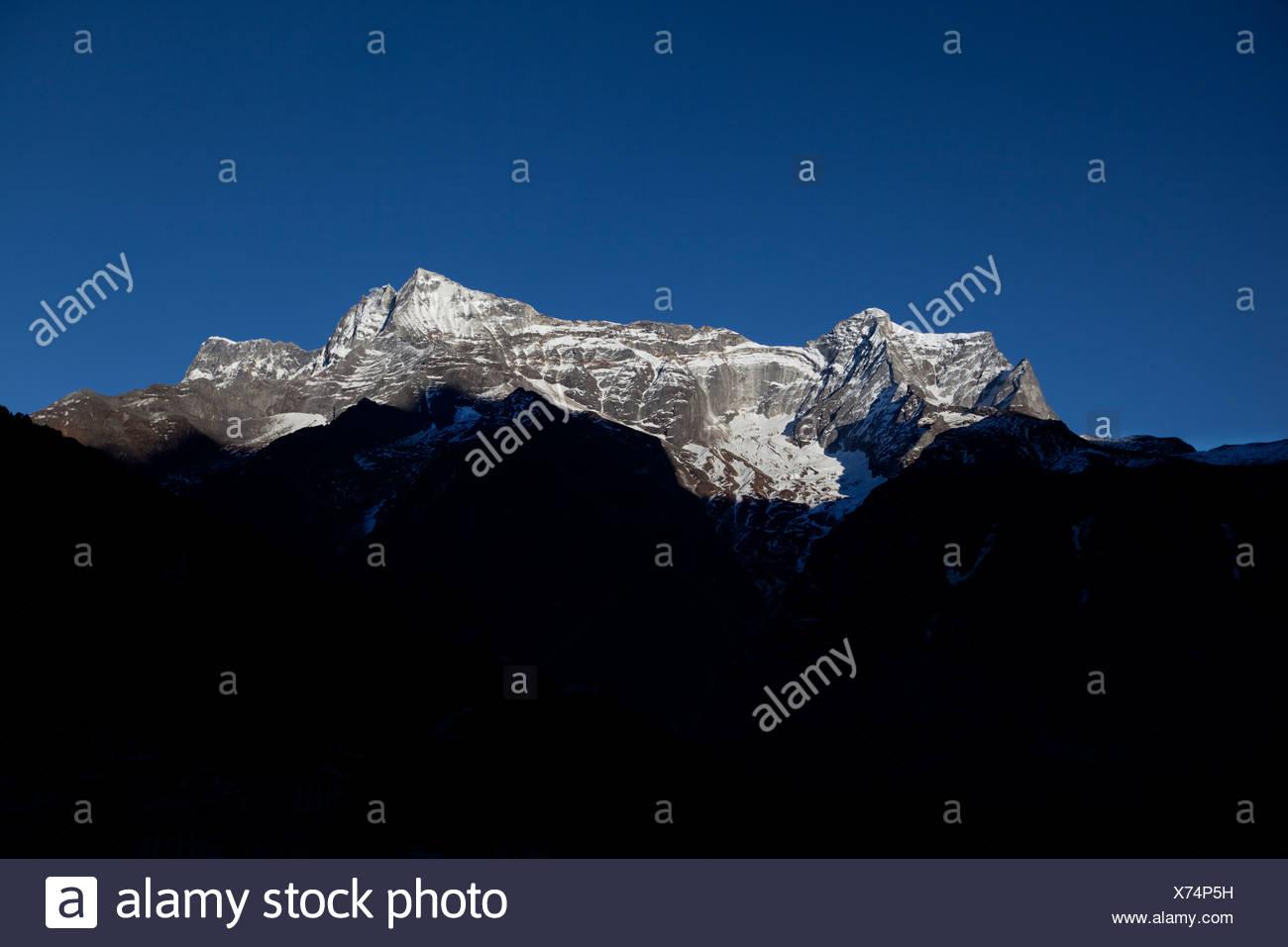 Le paysage de montagne exposées vue depuis Namche Bazar, au Népal. Photo Stock