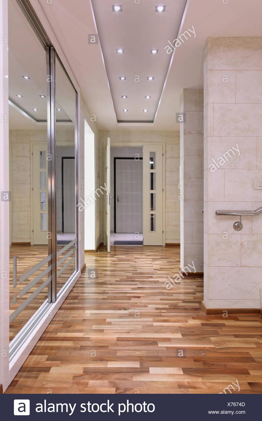Grand Miroir D Entrée l'intérieur de couloir intérieur entrée grande maison et un