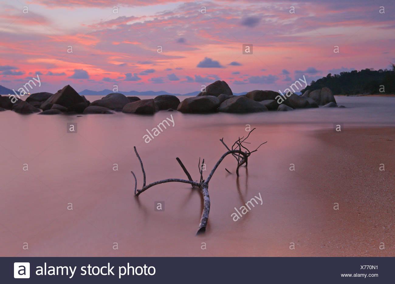 L'Indonésie, Singkawang, Kura Kura plage au coucher du soleil Photo Stock