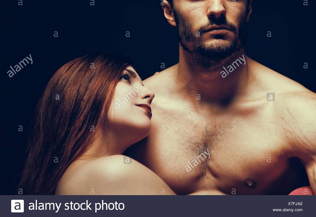 Jeune femme à l'homme avec amour Photo Stock