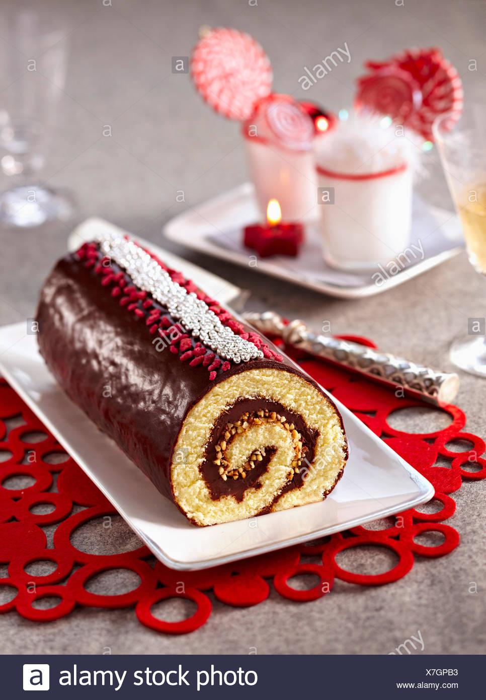 Le chocolat et amandes gâteau roulé log Photo Stock