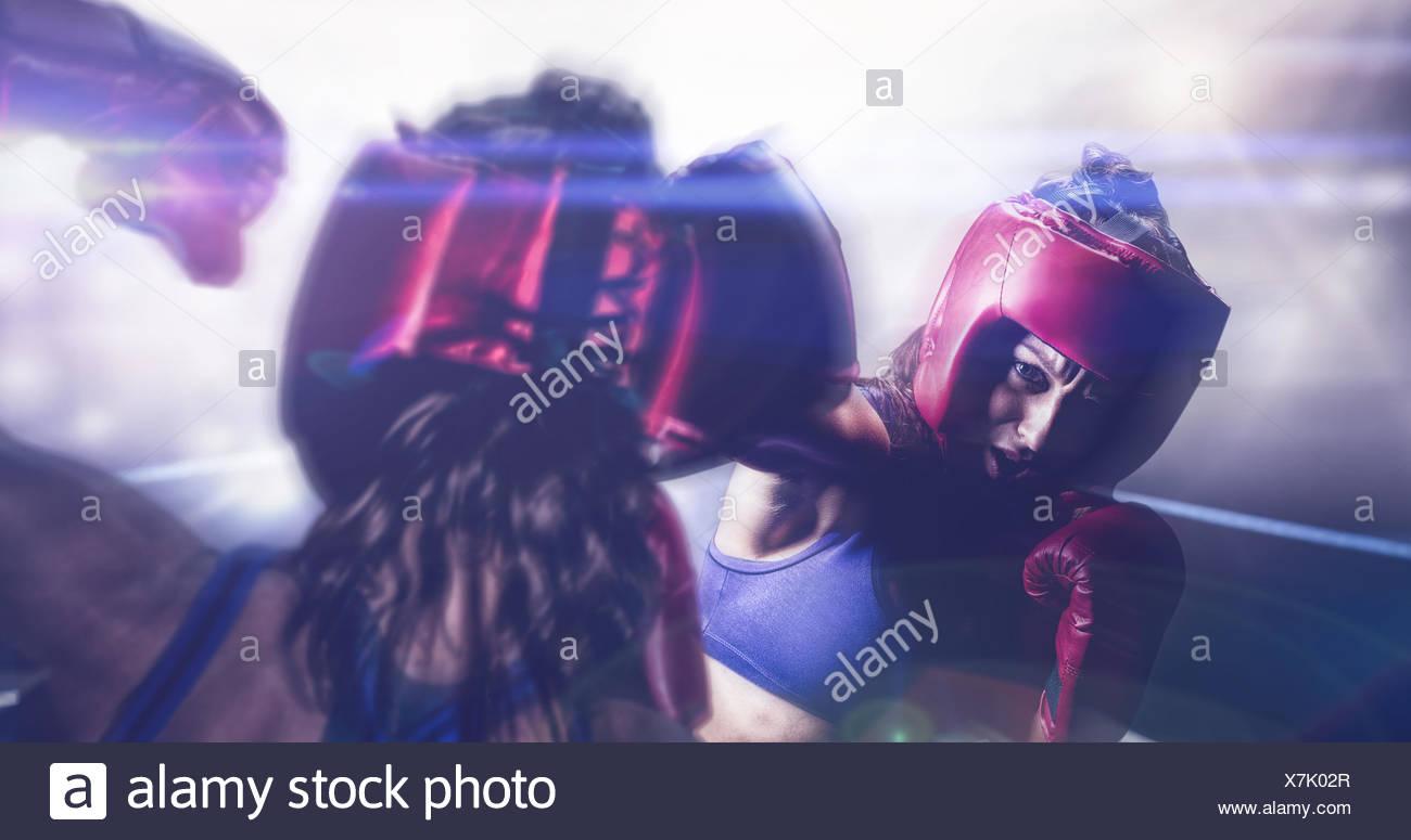 Libre de fighter flexing muscles Photo Stock