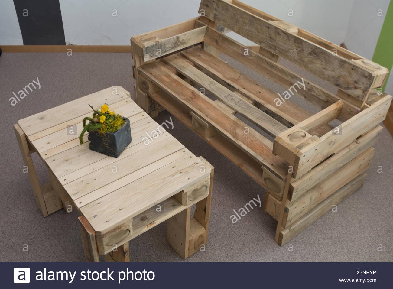 Banc et table robuste à partir de palettes Photo Stock