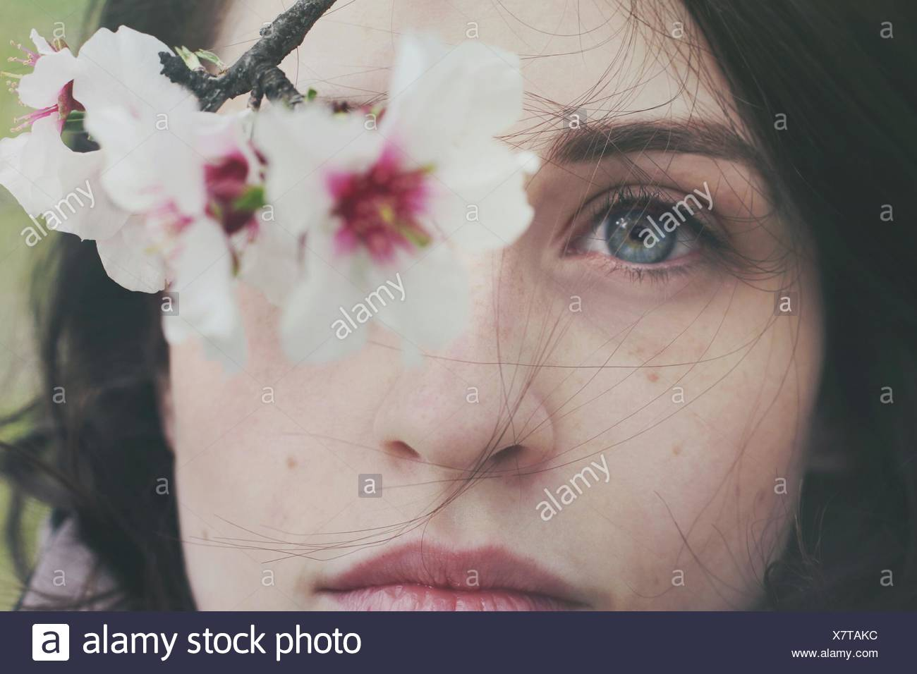 Portrait of Woman et fleurs Photo Stock