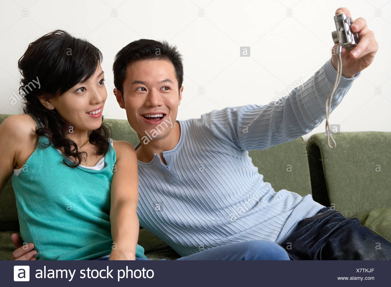 Jeune couple Prendre une photo d'eux-mêmes Photo Stock