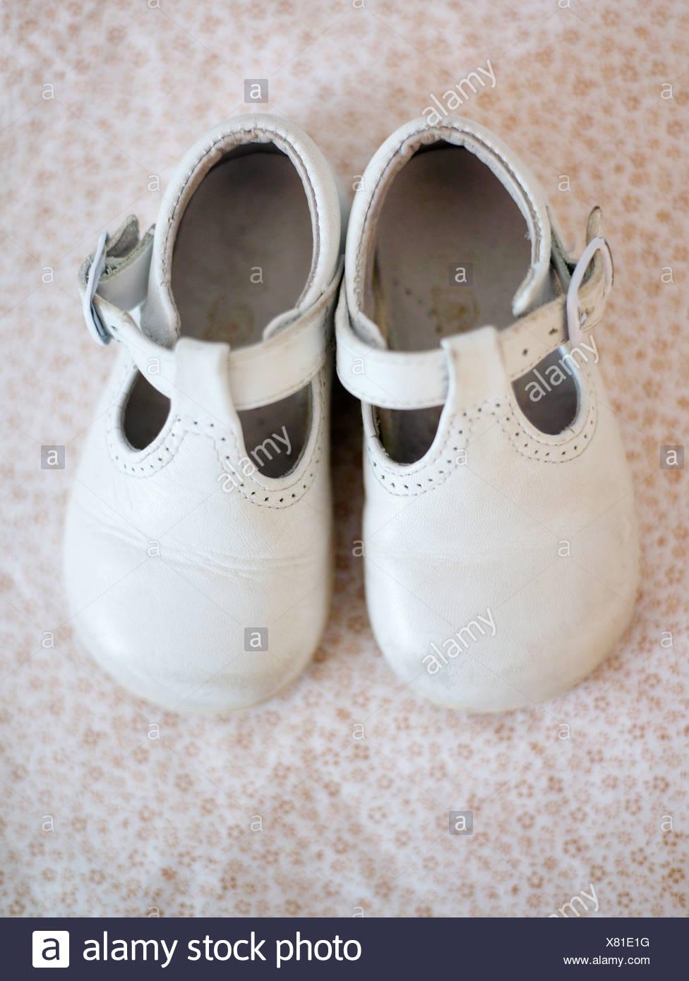 Banque Blanches La D'imagesPhoto Stock Chaussures De Suède IgYvm76bfy