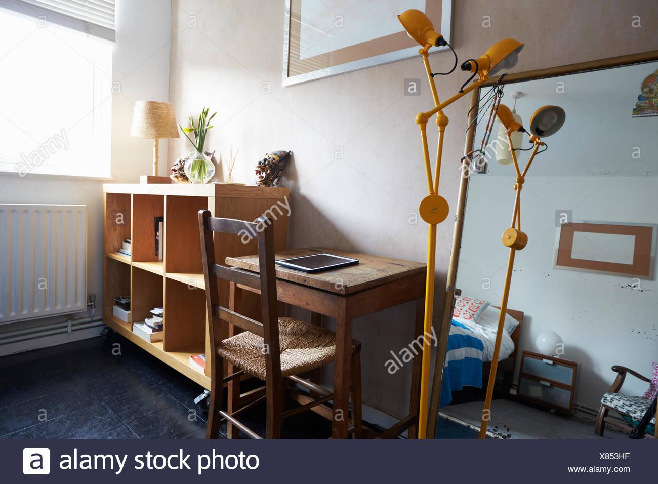 Accueil Zone de bureaux en appartement moderne et élégant Photo Stock