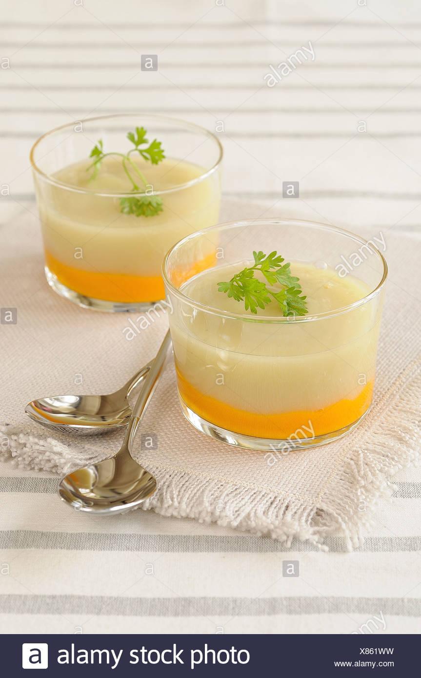 Double couleur carotte et chou-fleur-Soupe de fenouil Photo Stock