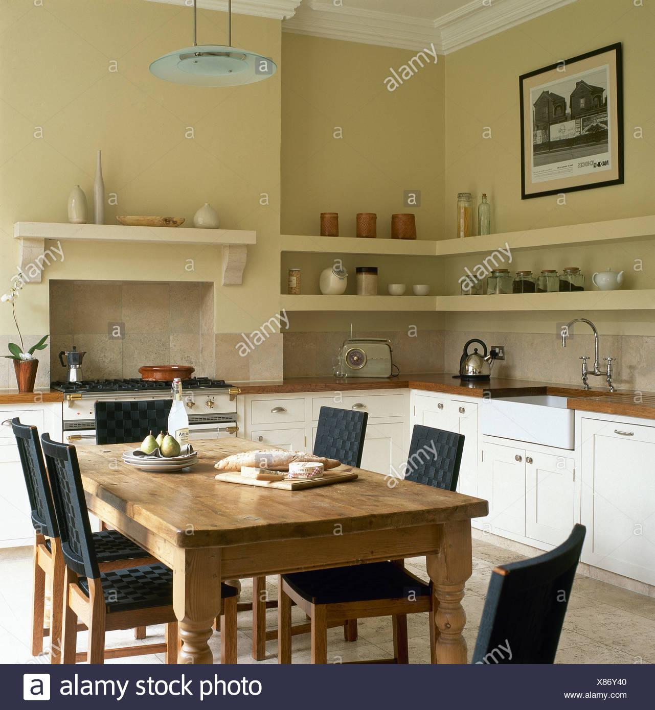 Meuble Bas De Cuisine Noir Laqué table et chaises en pin noir avec sièges et dos en cuisine