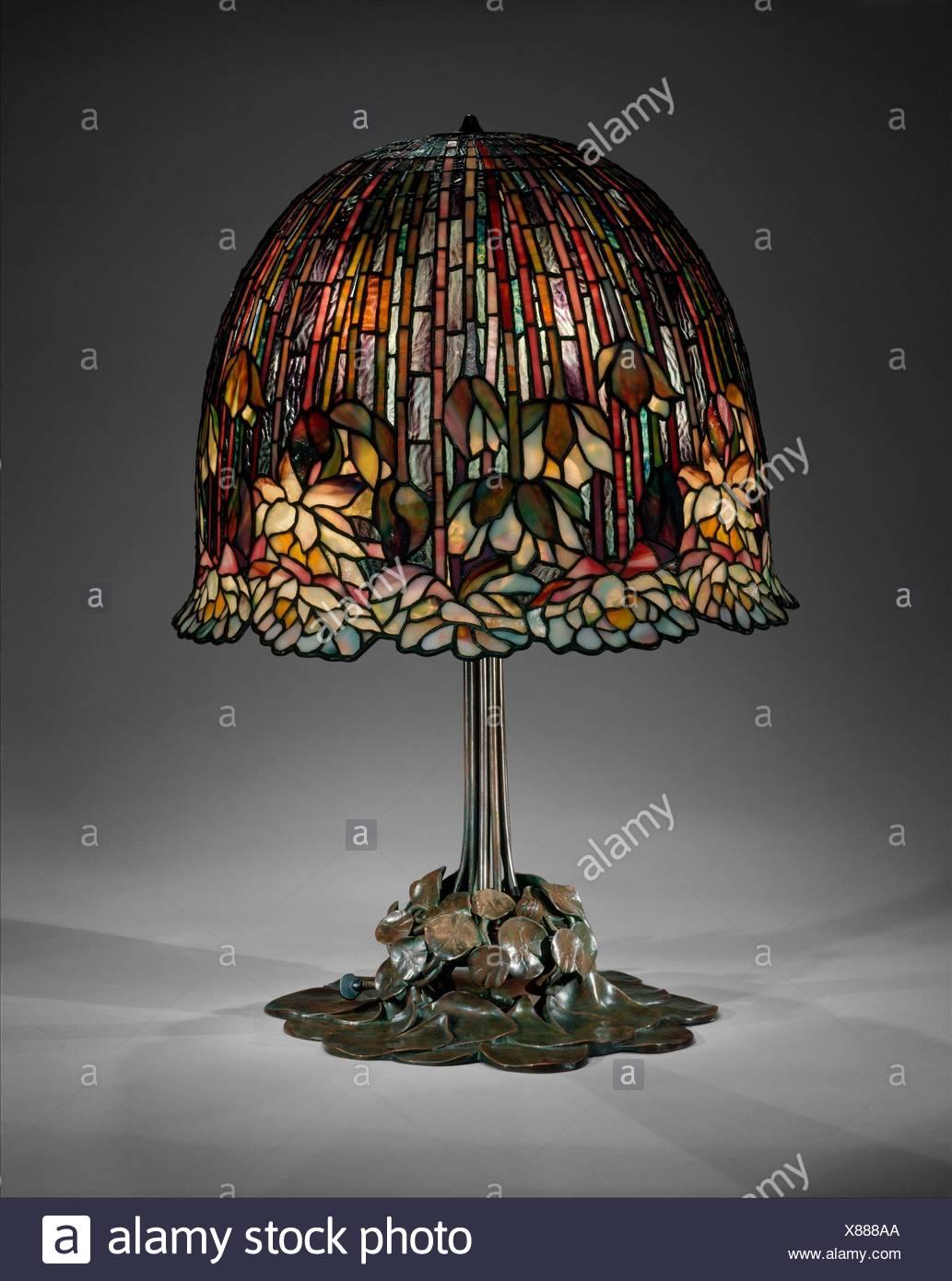 Lampe. Designer: Conçu par Louis Comfort Tiffany (1848-1933, New York New York); bouilloire: Tiffany Studios (1902-32); Date: 1904-15; Photo Stock
