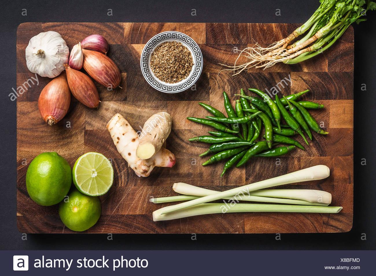 Ingrédients pour faire la pâte de cari vert Photo Stock