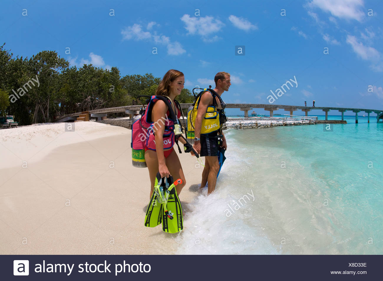 Couple, plongée sous-marine sur la plage de Reethi Beach Island, atoll de Baa, Maldives, océan Indien, Asie Photo Stock