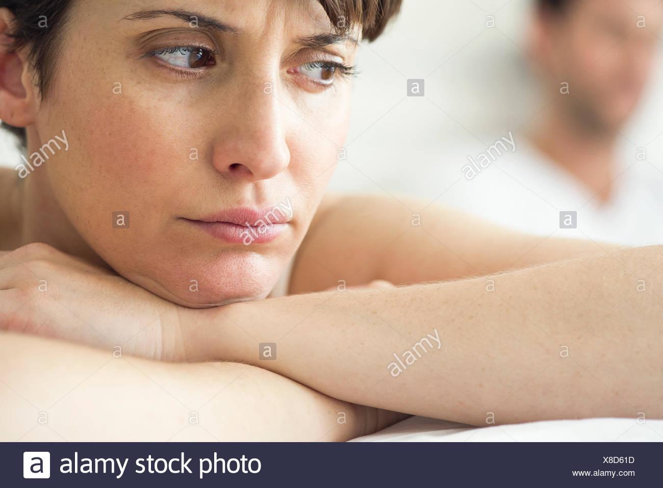 Femme en colère et ressentiment à la suite de différends avec mari Photo Stock