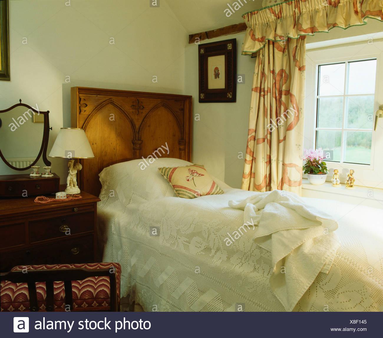 Double Rideaux Style Chalet serviette blanche et dentelle double-couvercle sur lit