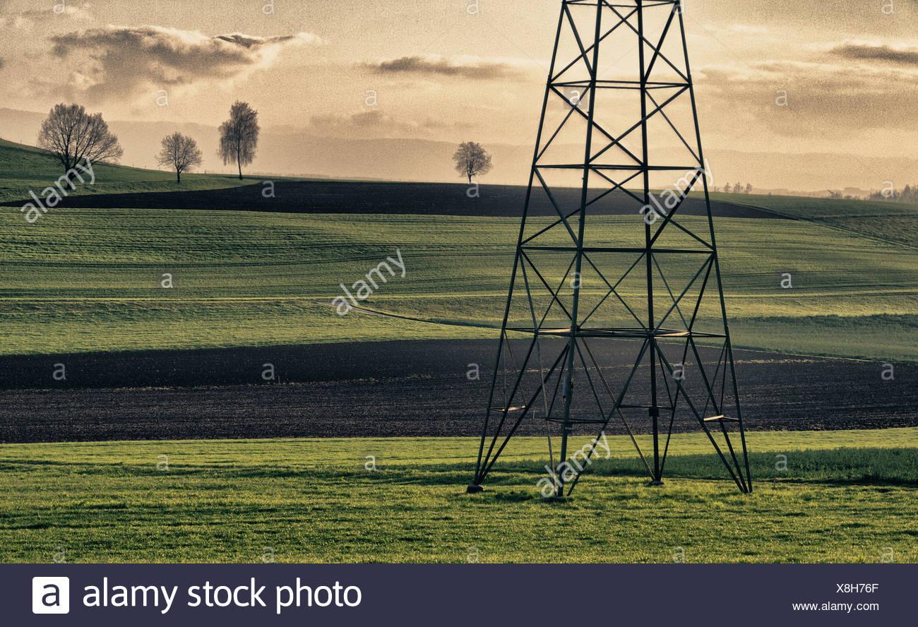 Domaine, l'électricité, la politique de l'énergie, des champs, des lignes électriques, dans le canton de Berne, d'origine humaine, culturelle, paysage, paysage, l'agriculture, mât, p Photo Stock