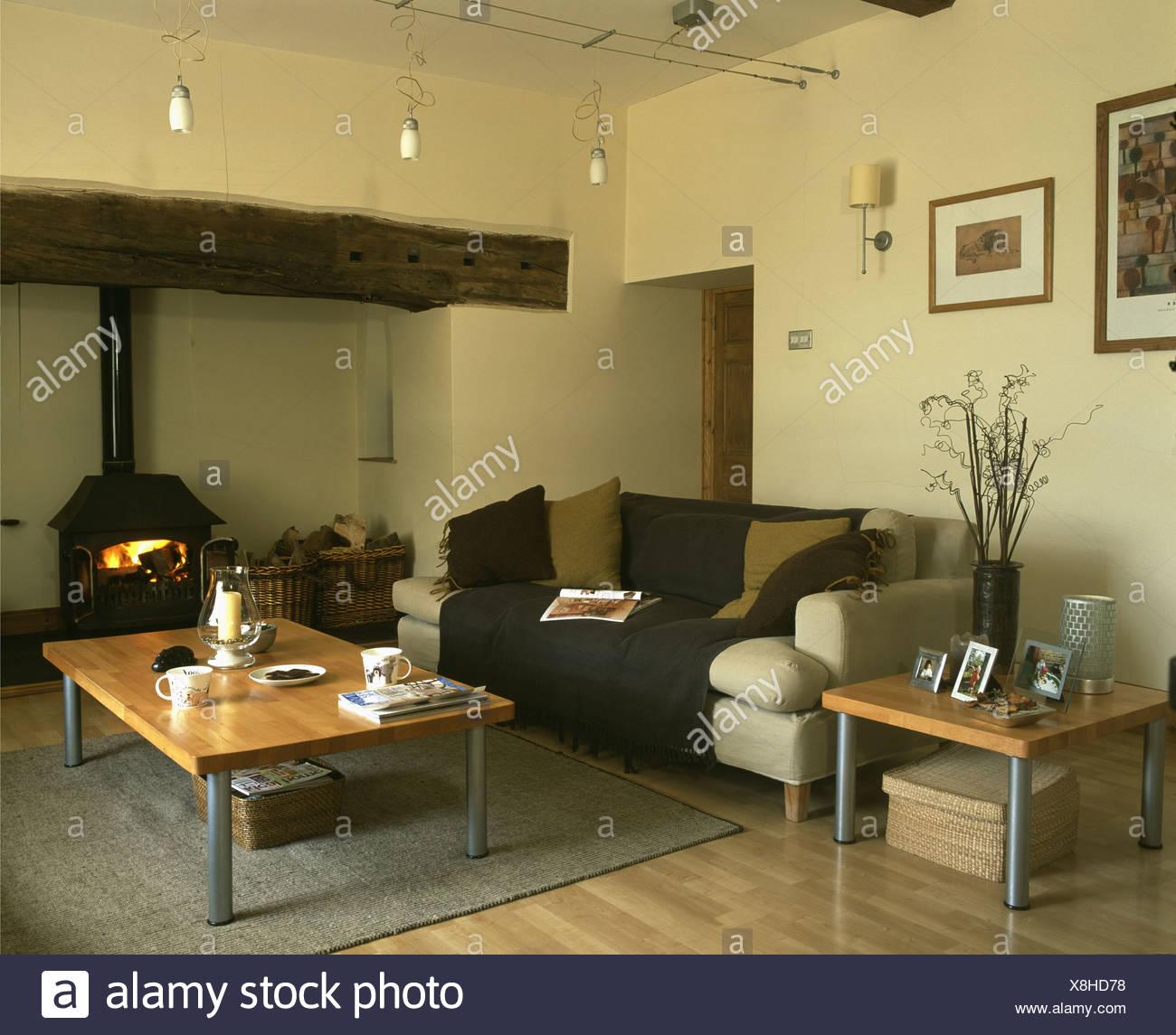 Salon Marron Et Beige Photos table basse et canapé beige marron beige avec jet dans pays