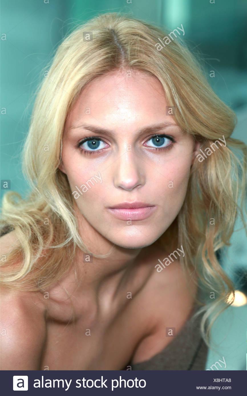 bc0a4c13ed58 Matthew Williams New York coulisses prêt à porter printemps été Raquel  Zimmermann Modèle long cheveux blond