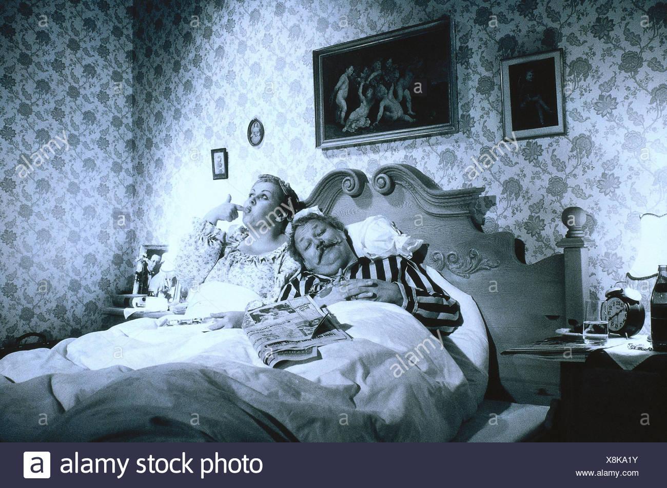 Nostalgie, Chambre, Couple Marié, Au Vieillard, Dormir, Manger, B/w, Avec  Nostalgie, Lu0027homme, Sont Endormis, Femme ...