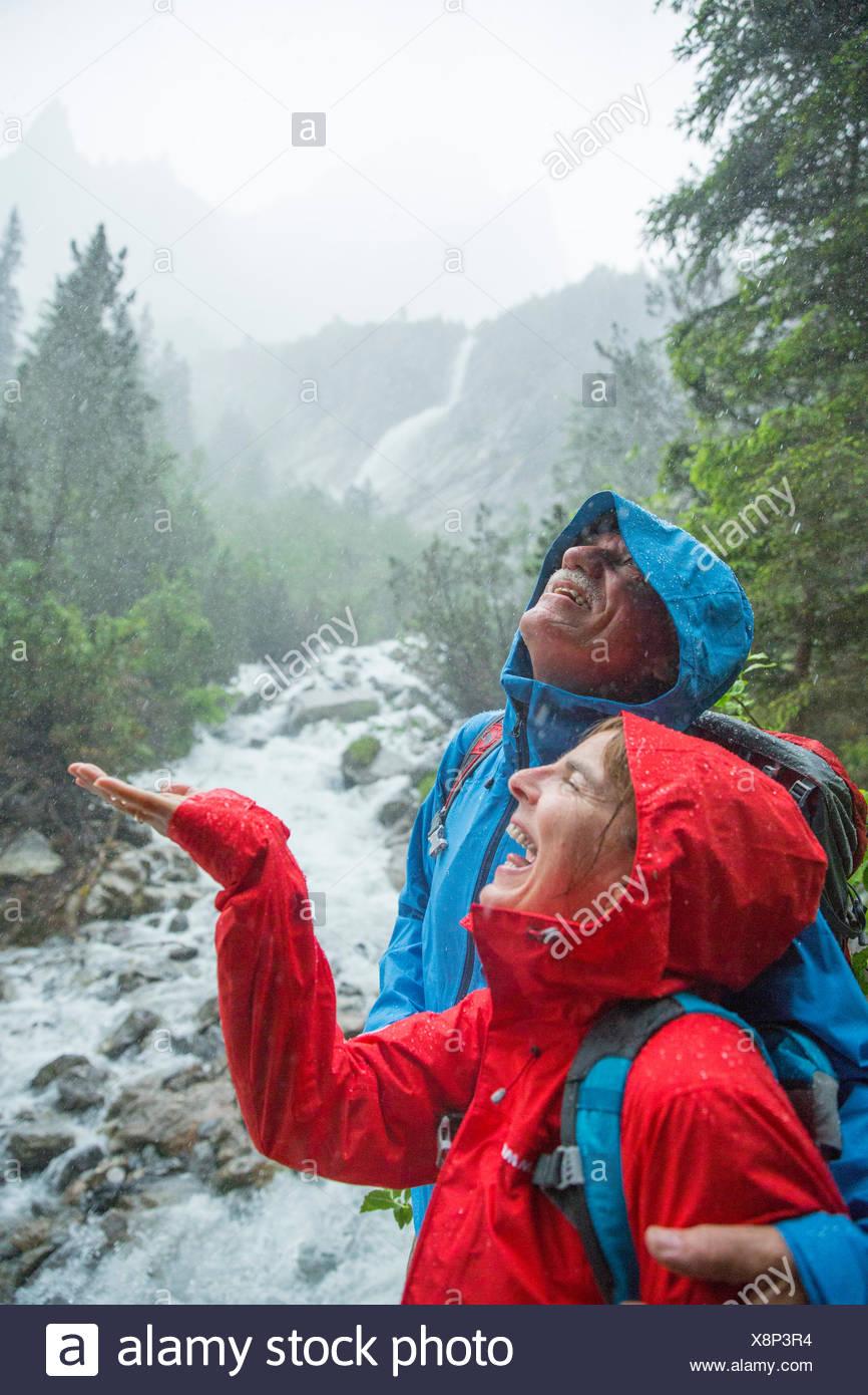 Couple sous la pluie, Photo Stock