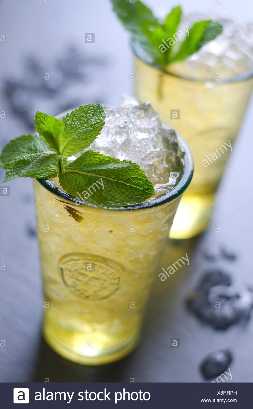 Des mojito cocktail dans un verre. Photo Stock