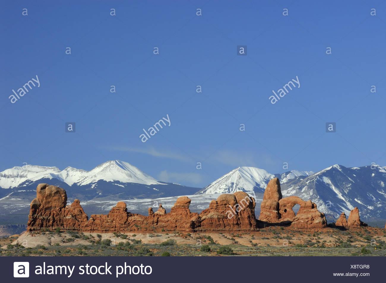 """Formations de bile, montagnes, chaîne de montagne, la neige, les USA, Utah, Arches Parc National, """"Windows"""", Photo Stock"""