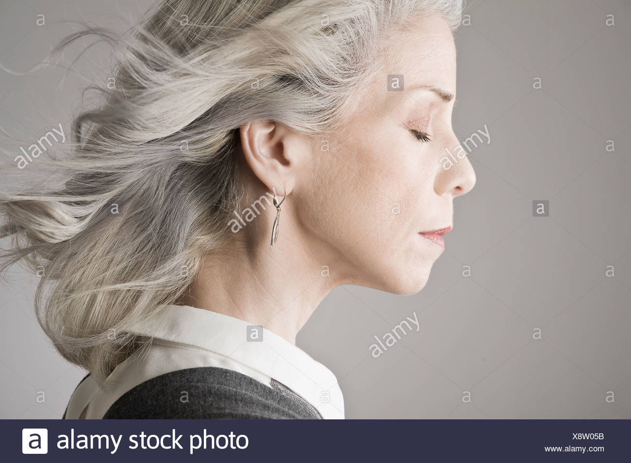 Vue de côté mature woman with eyes closed Photo Stock