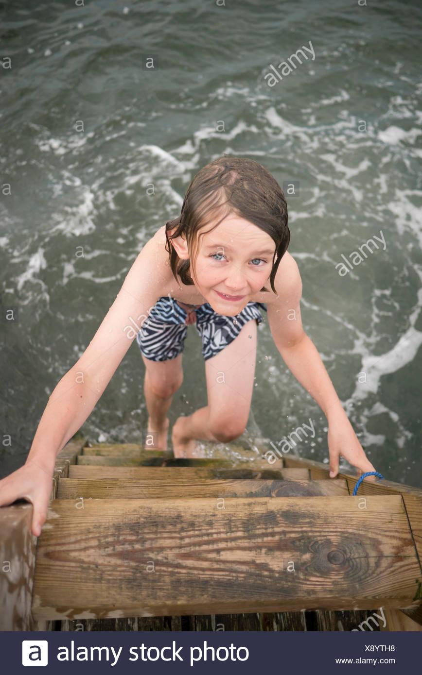 La Suède, la Côte Ouest Suédoise, Halland, Onsala, Portrait of boy (10-11) in sea Photo Stock