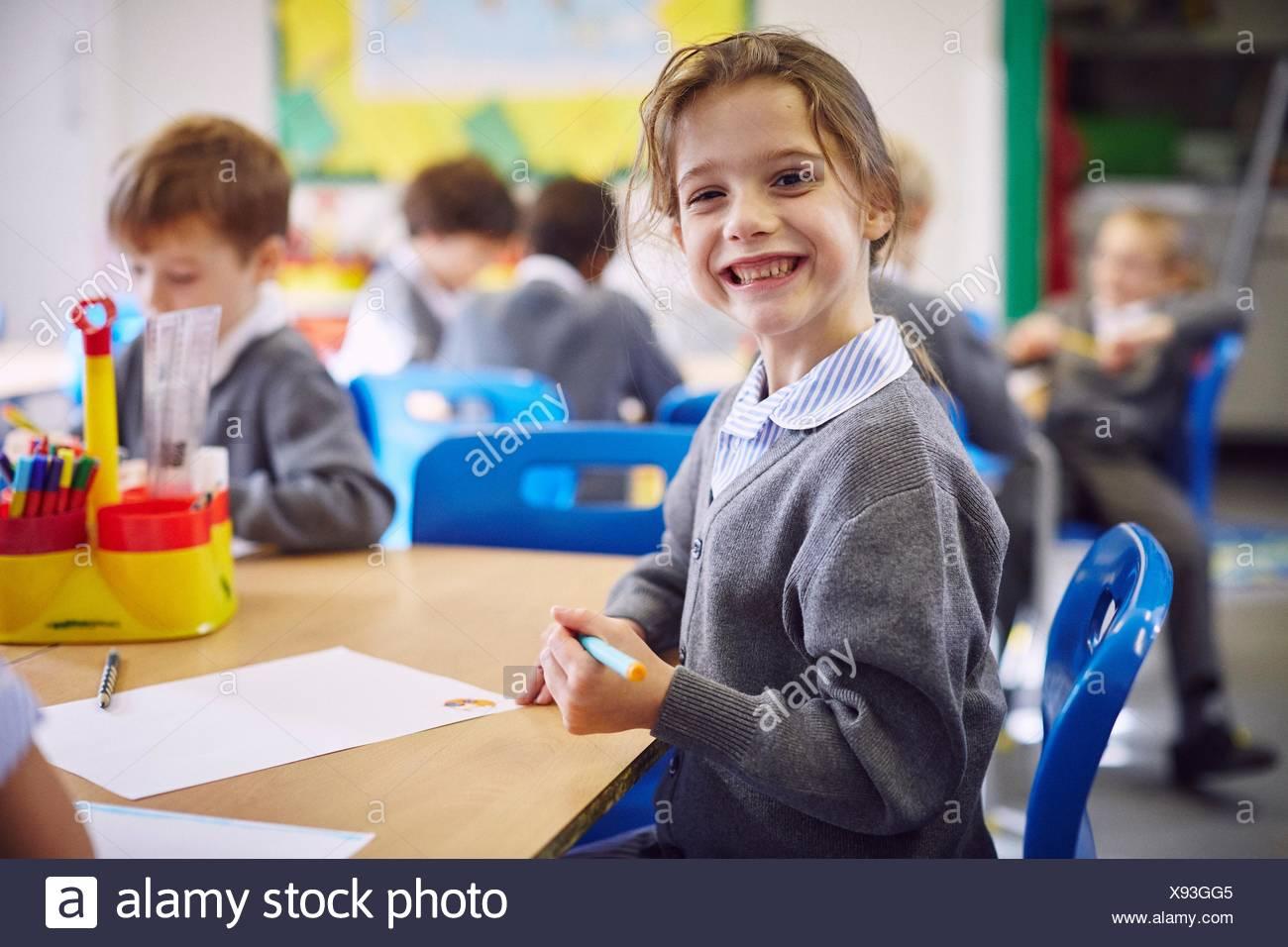 Portrait de jeune fille de 24 à l'école élémentaire Photo Stock