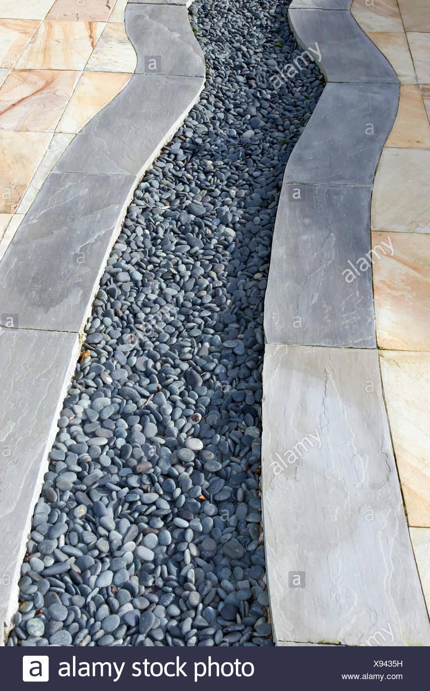 Un jardin patio design avec dalles et de galets Banque D\'Images ...