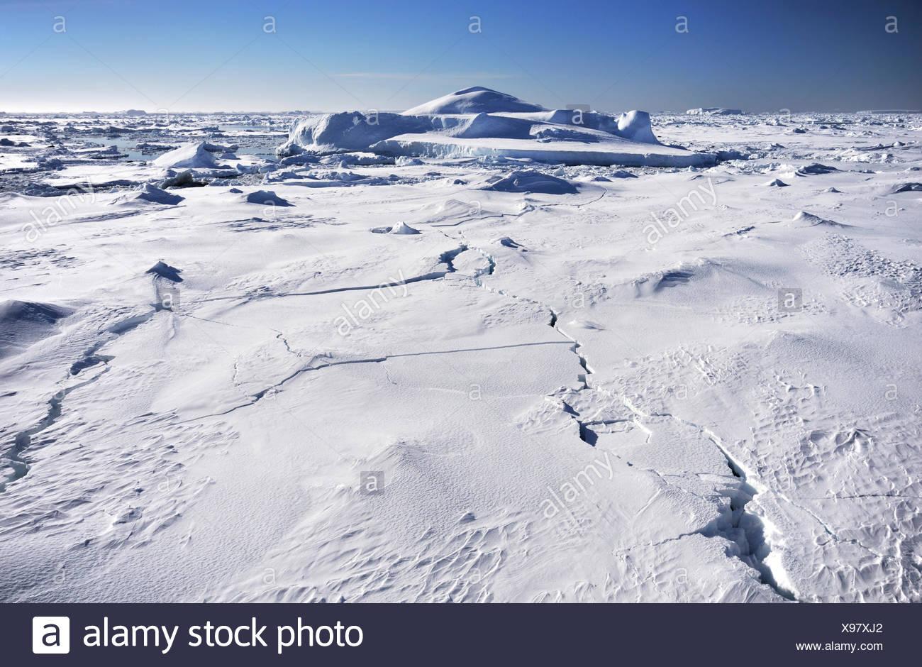 Antarctic iceberg champ avec ciel bleu, de l'Antarctique Banque D'Images